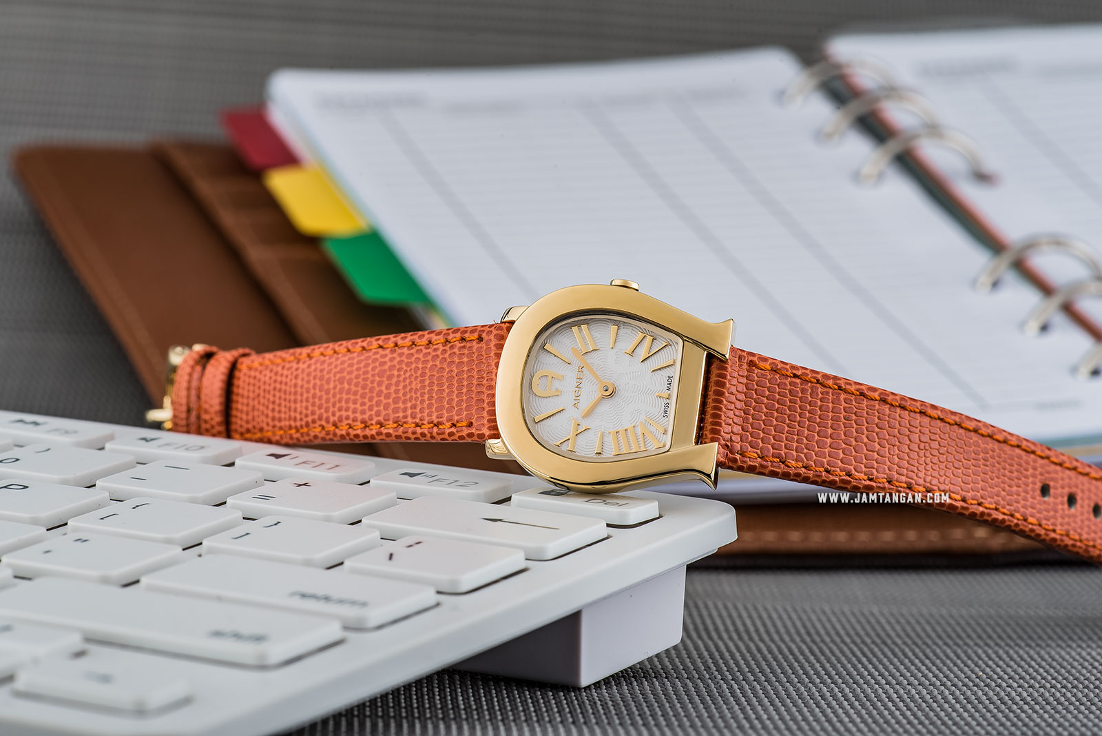 Aigner Varese A45210 Ladies White Pattern Dial Gold Case Orange Leather Strap Machtwatch