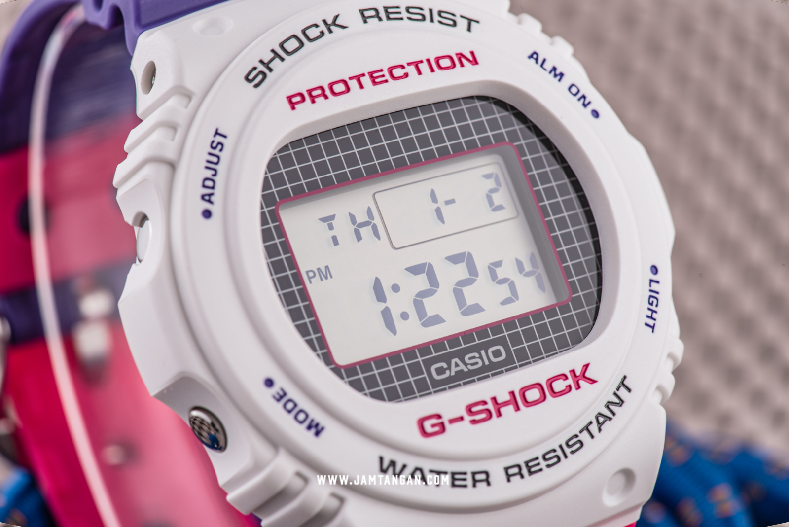 Casio G-shock DW-5700THB-7JF Special Colour Retro Style Digital Dial Dual Tone Resin Strap Machtwatch