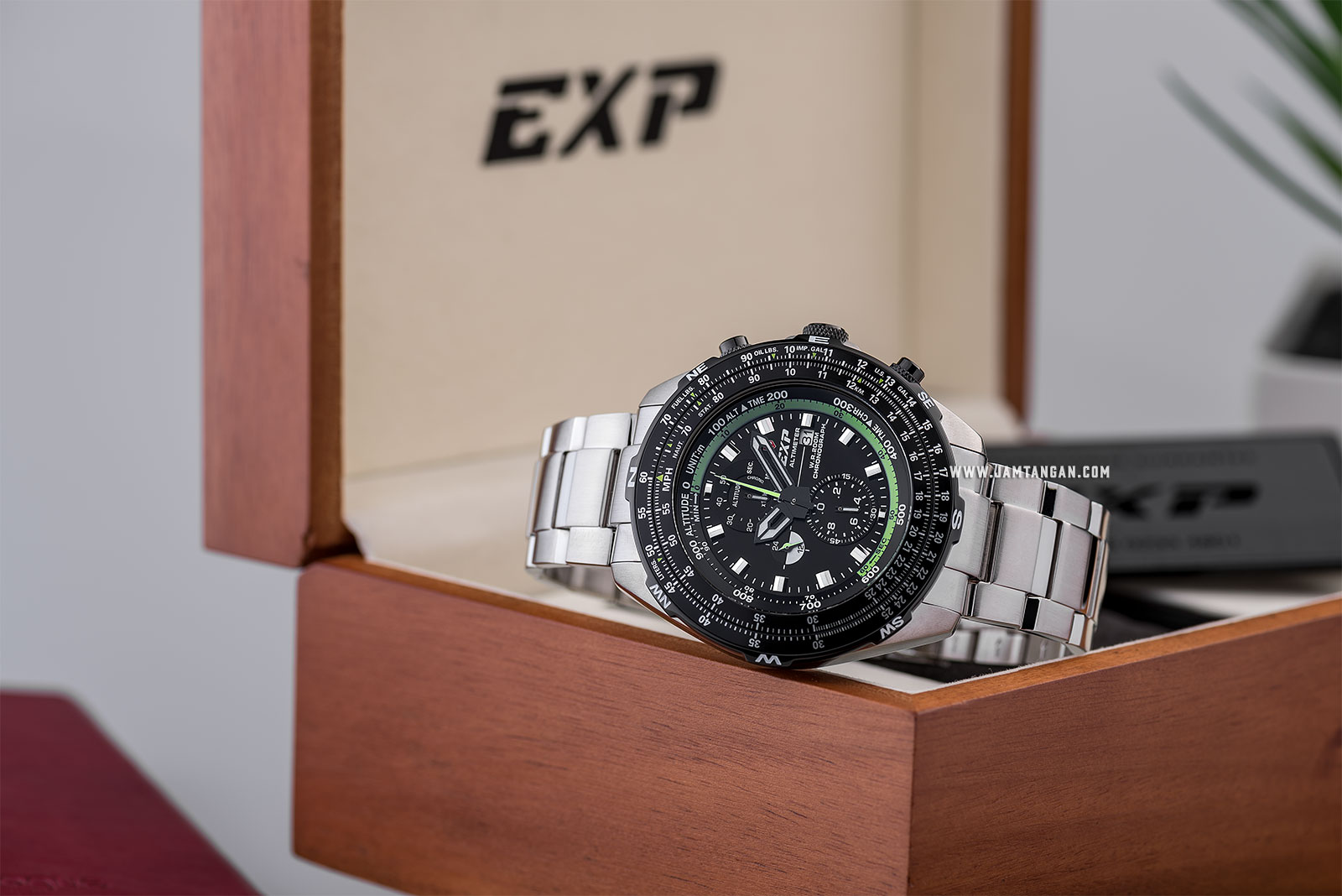 Expedition Altimeter E 3005 MC BTBBA Chronograph Black Dial Stainless Steel Strap Machtwatch