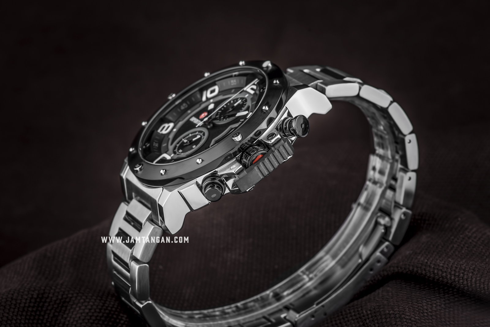 Expedition E 6750 MC BTBBA Chronograph Men Black Dial Stainless Steel Strap Machtwatch