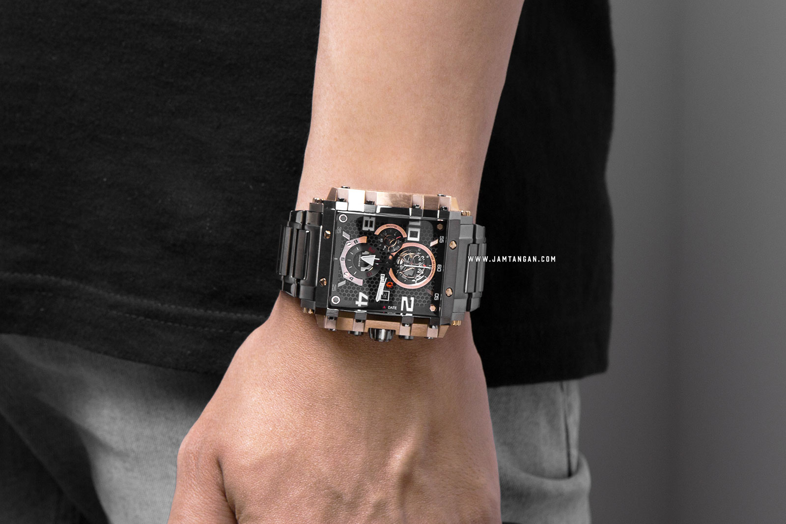 Expedition E 6757 MC BGRBA Chronograph Men Black Dial Grey Stainless Steel Strap Machtwatch