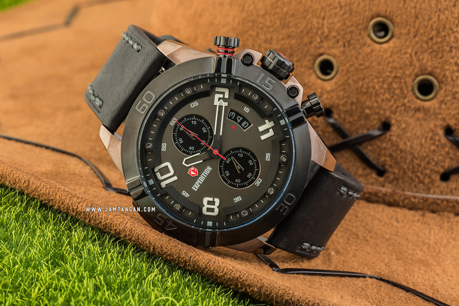 Expedition E 6763 MC LZBBA Chronograph Men Grey Dial Grey Leather Strap Machtwatch