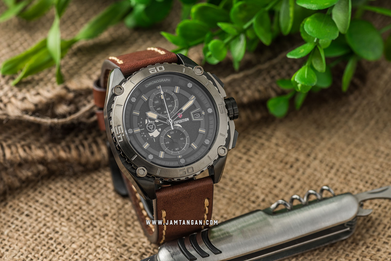 Expedition E 6777 MC LEPBAIV Chronograph Men Black Dial Brown Leather Strap Machtwatch
