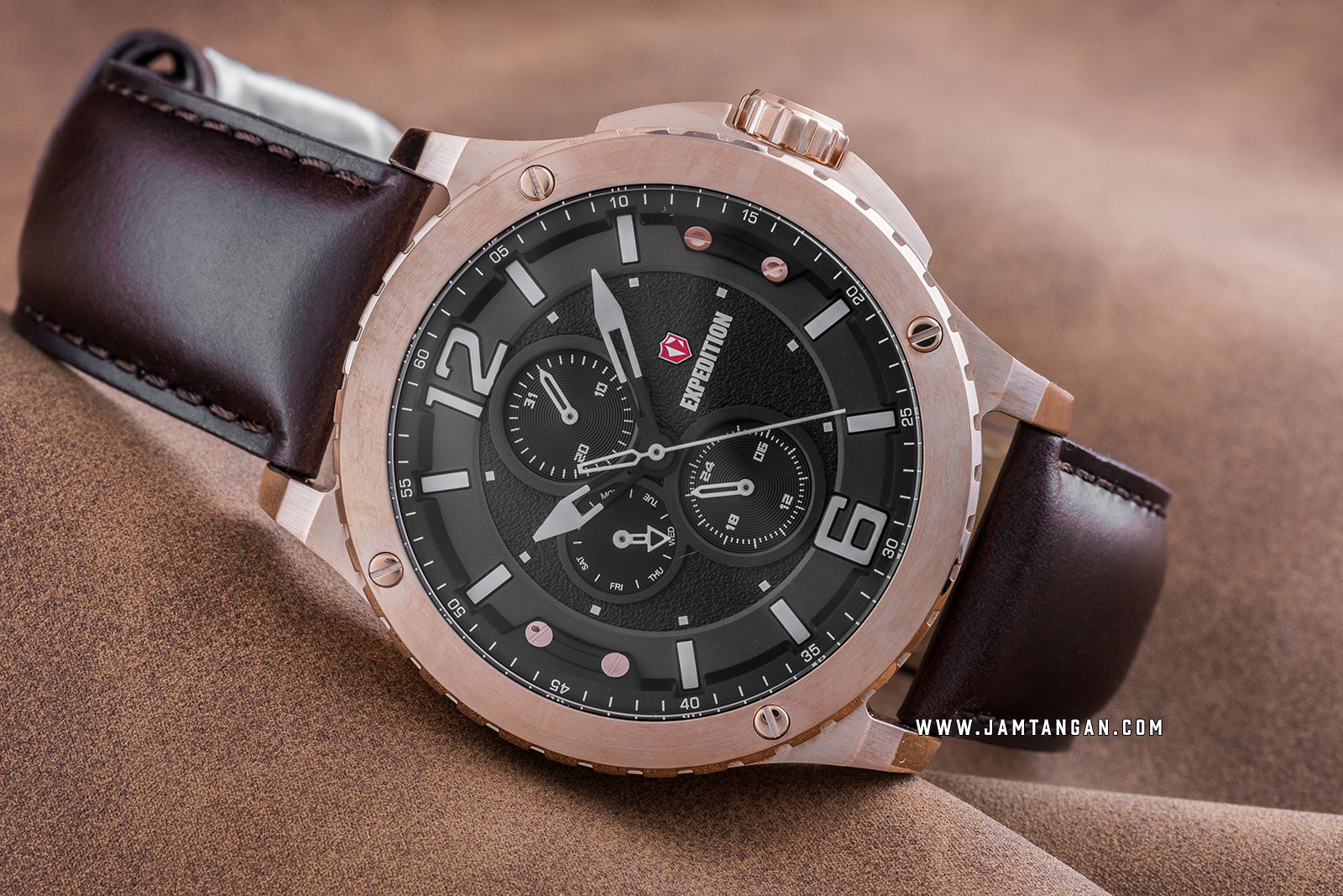 Expedition E 6784 MF LRGBA Chronograph Men Black Dial Brown Leather Strap Machtwatch