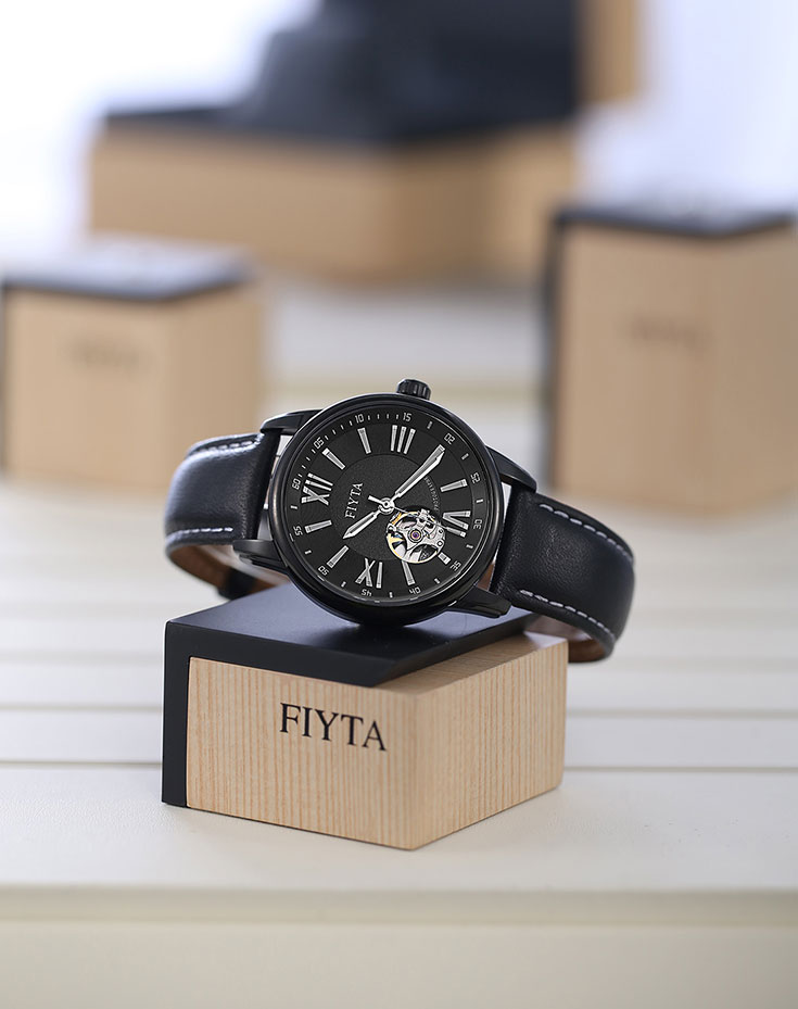 FIYTA Photographer Pierced Leather Mens Watch GA8342.BSB Machtwatch