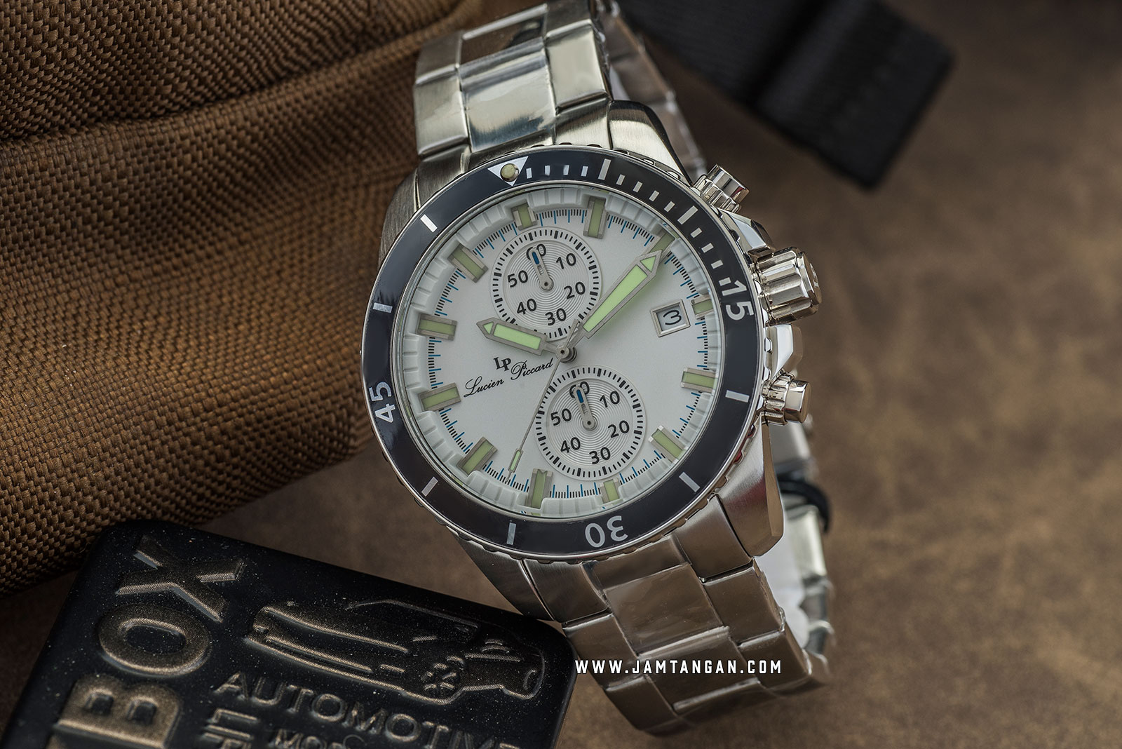 Lucien Piccard Marlon LP-28009C-22S Chronograph White Dial Stainless Steel Strap Machtwatch