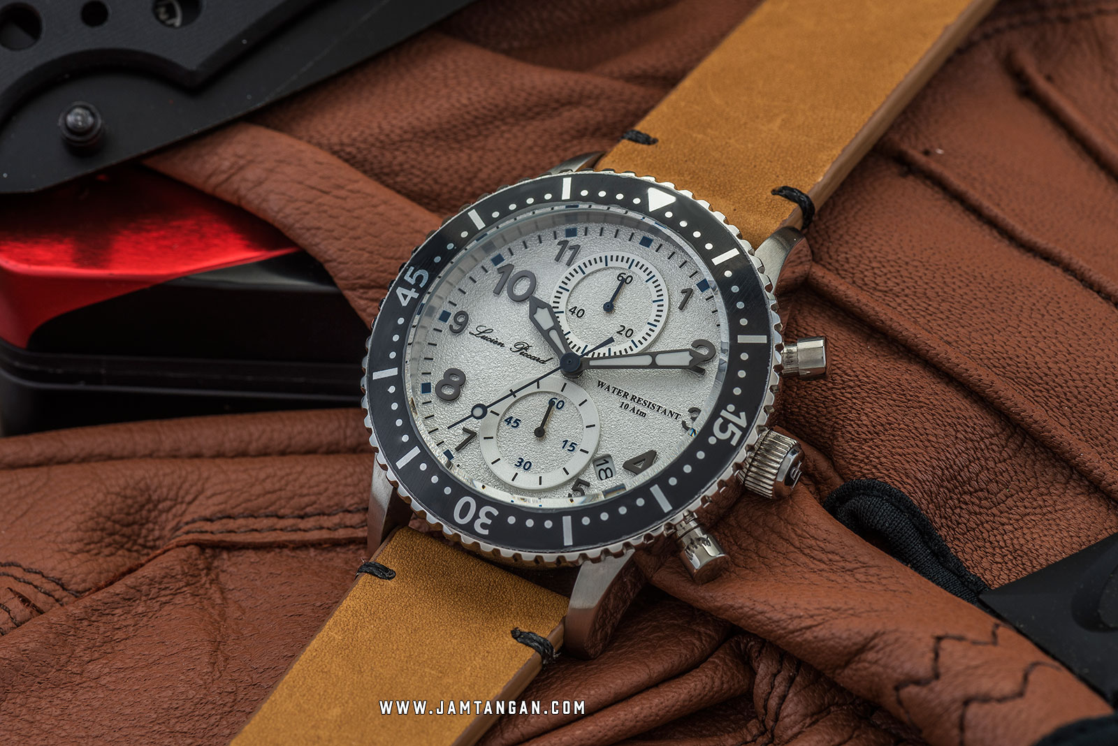Lucien Piccard Mason LP-28015C-02-BRW Chronograph White Dial Brown Leather Strap Machtwatch
