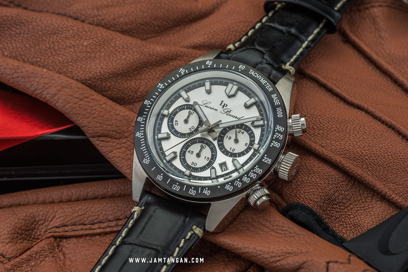 Lucien Piccard Heston LP-28018C-02S-BB Chronograph Silver Dial Black Leather Strap Machtwatch