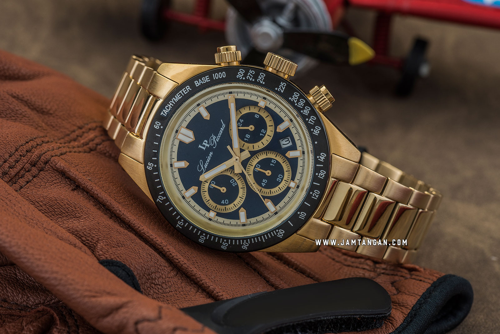 Lucien Piccard Heston LP-28018C-YG-33-BLB Chronograph Blue Dial Gold Stainless Steel Strap Machtwatch