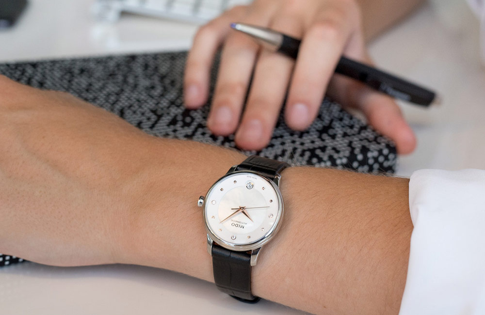 Mido M039.207.16.106.00 Baroncelli Lady Day & Night Automatic MOP Dial Black Leather Strap Machtwatch