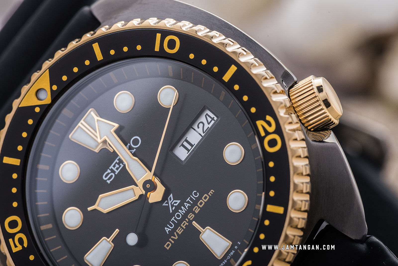 Seiko Prospex SRPD46K1 Black Turtle Gold Ring Edition Automatic 200M Black Rubber Strap Machtwatch