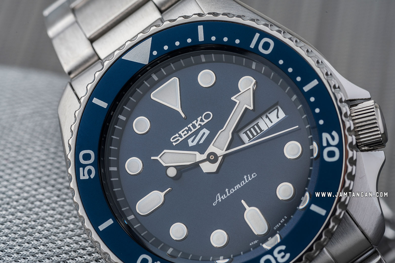 Seiko 5 Sports SRPD51K1 Automatic Blue Dial Stainless Steel Strap Machtwatch