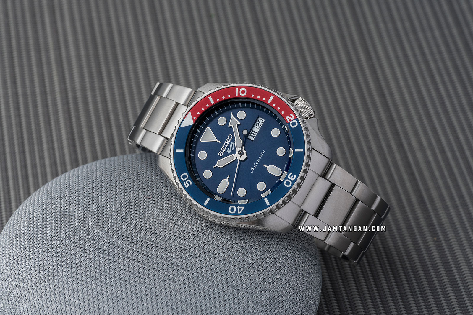 Seiko 5 Sports SRPD53K1 Automatic Blue Dial Stainless Steel Strap Machtwatch