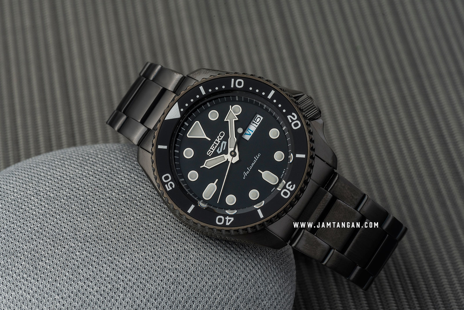 Seiko 5 Sports SRPD65K1 Automatic Black Dial Gray Stainless Steel Strap Machtwatch
