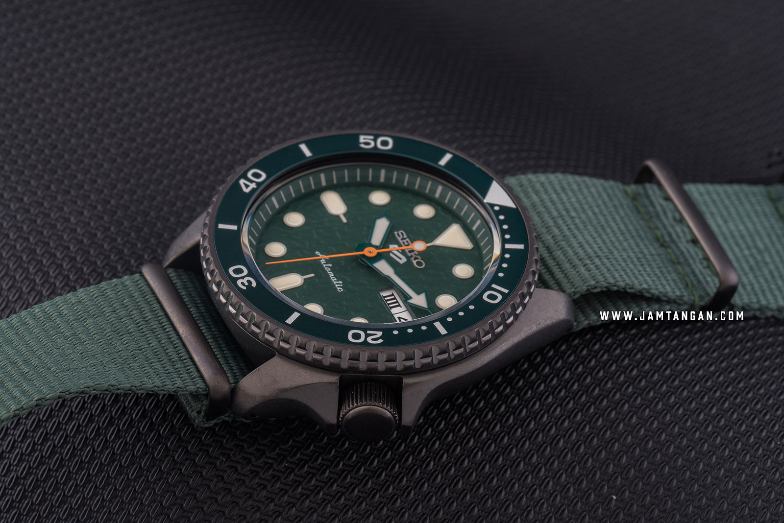 Seiko 5 Sports SRPD77K1 Automatic Green Dial Green Nylon Strap Machtwatch