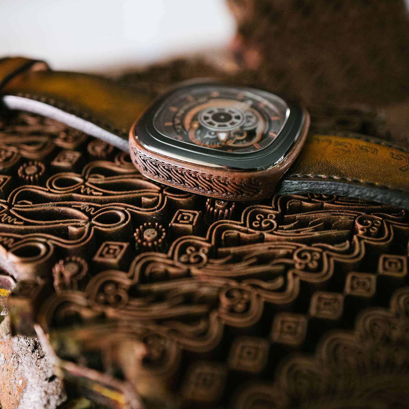 SEVENFRIDAY P2B/05 Batik Indonesia Limited Edition Series Automatic Brown Leather Strap Machtwatch