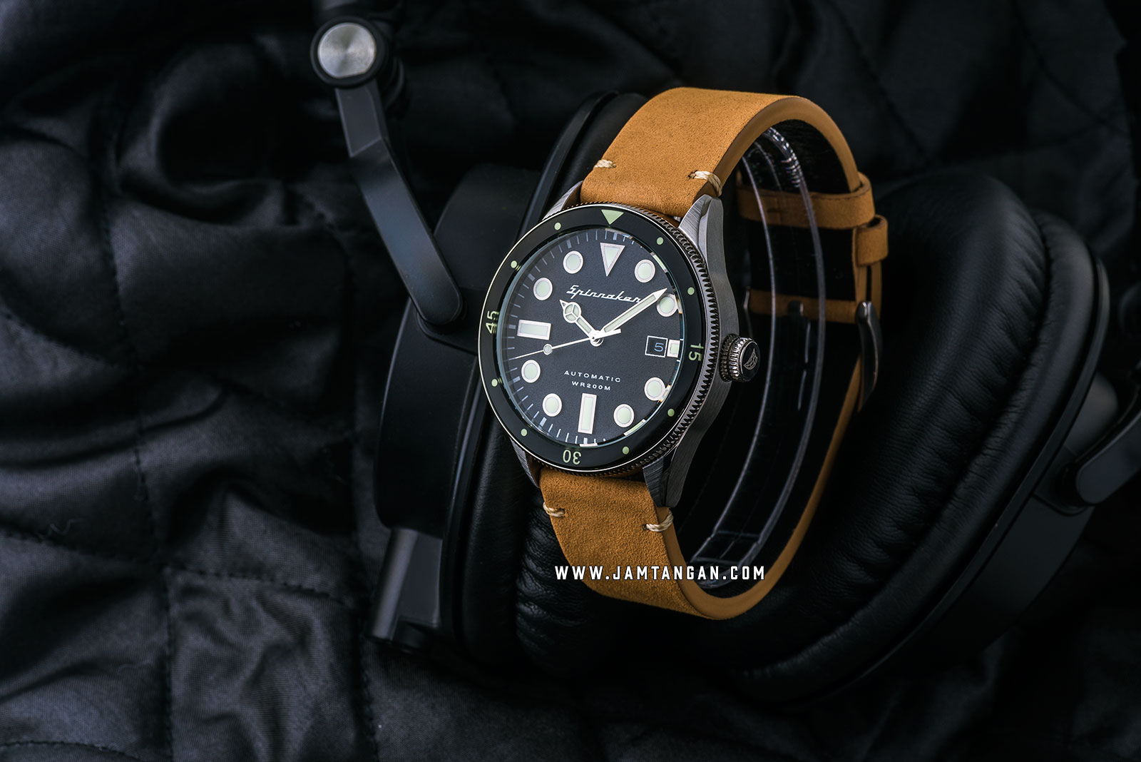 Spinnaker SP-5033-04 Vintage Cahill Men Black Dial Brown Leather Strap + Extra Strap Machtwatch