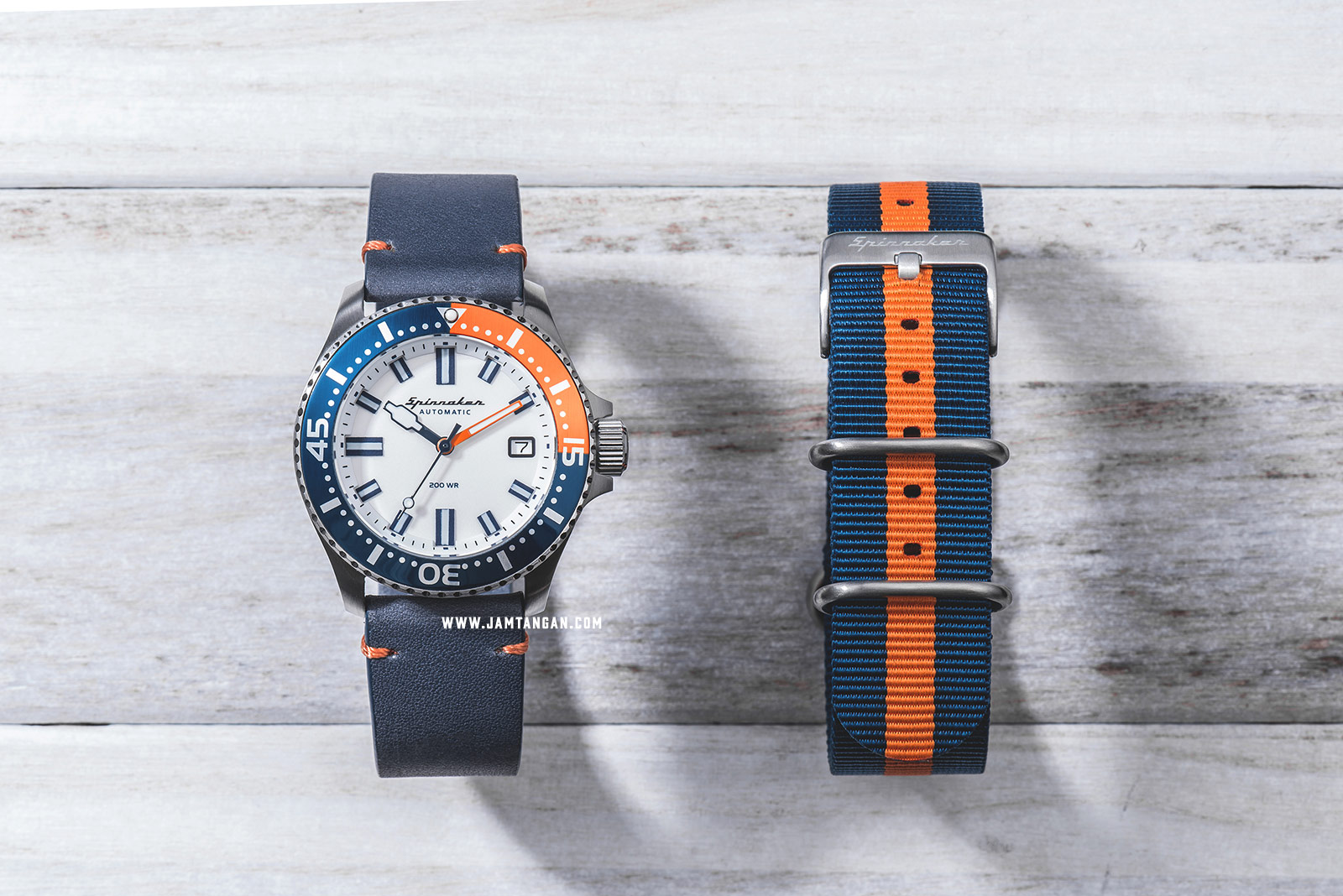 Spinnaker SP-5039-02 Vintage Spence Men White Dial Blue Leather Strap + Extra Strap Machtwatch