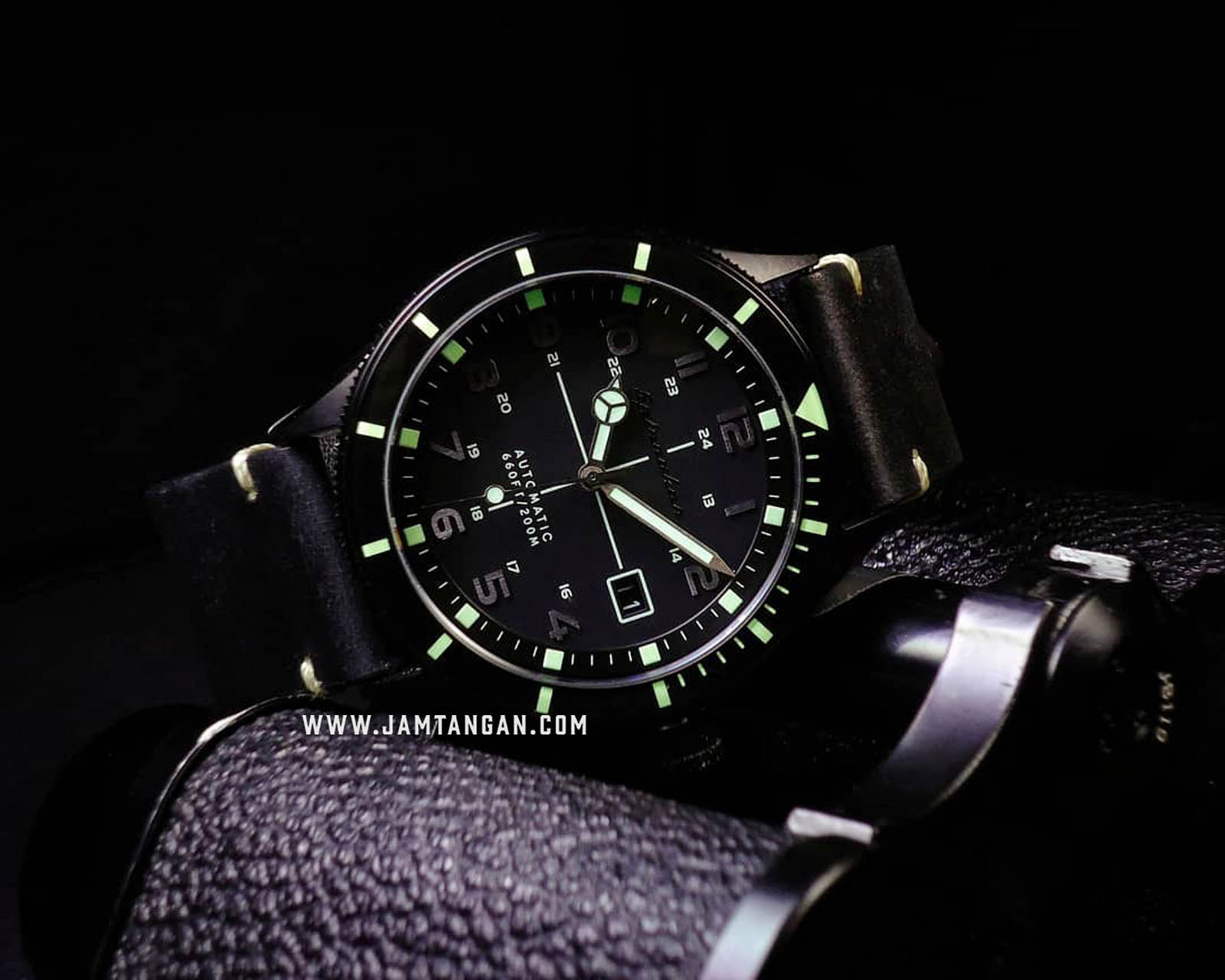 Spinnaker SP-5064-01 Vintage Cahill Men Black Dial Black Leather Strap Machtwatch